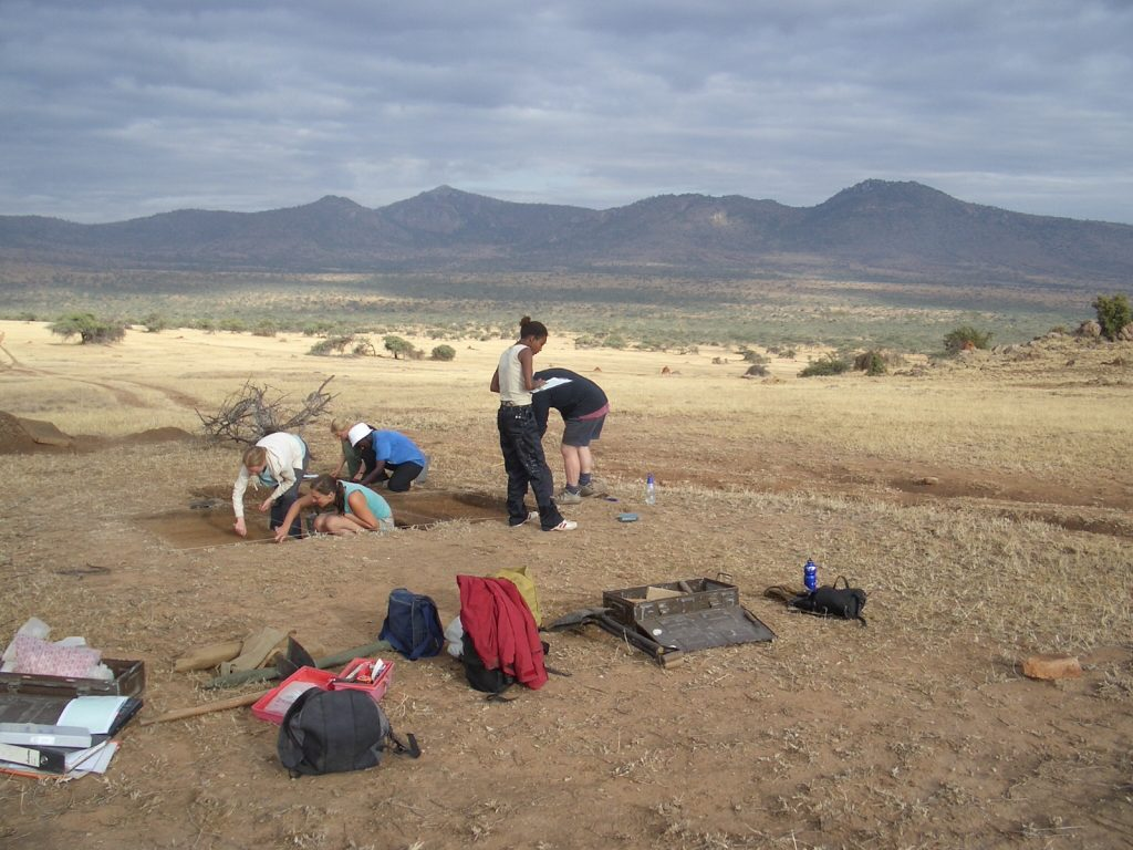 Excavating in Kenya (photo by Arturo Rey Da Silva)