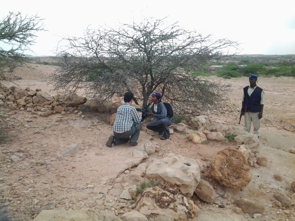 Sada Mire while presenting the history of Aw-Barkhadle archaeological site in the filming of the Futura Channel documentary 'Sada and Somaliland' by Luis Nachbin, August, 2015